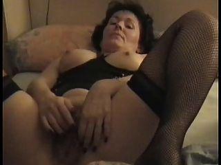 Milf peludo maduro masturbando-se para marido