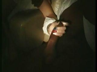 Esposa francesa tocou e lambeu em cinema pornô (80s)