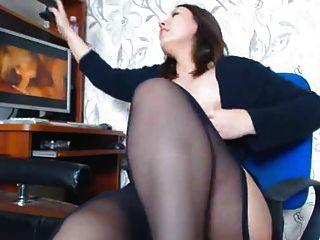 Garota gordinha gordinha masturbando a pornografia