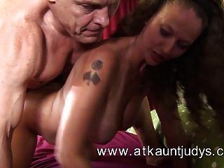 Sexo com uma mulher madura
