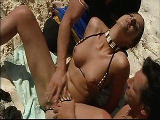 Diversão de penetração dobro da praia do verão!Lembre-se do protetor solar!Assistir ler comentário taxa!