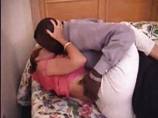 Milf mãe amadora madura fazendo amor com seu namorado preto