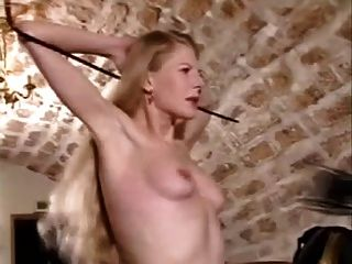 Desagradável tit whipping