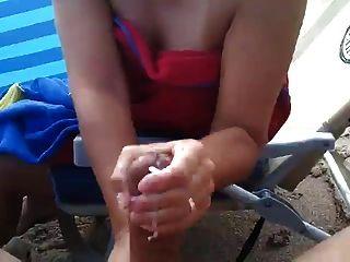 Grande corrida na praia, handjob
