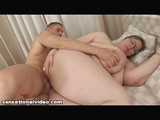 A avó grande do tit começa fodida pelo galo novo