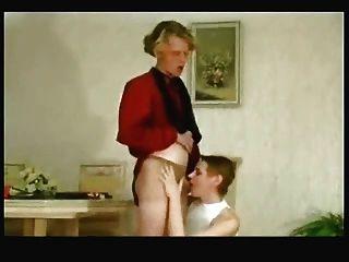 Milf lambeu e doggystyle fodido com cumshot panty por mais jovem