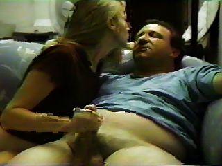 Sexo no sofá com sua namorada