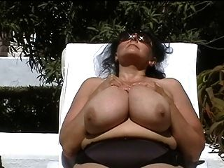 Avó bbw alemão com peitos enormes ao ar livre