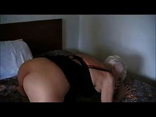 90 anos.Velho granny fodido em um hotel