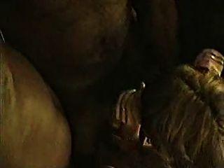 Cuckold três gajos negros se juntam a uma madura para o sexo