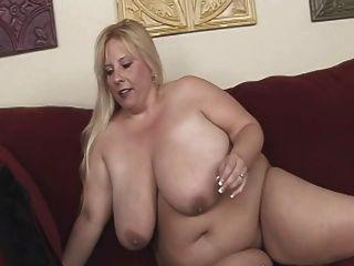 Loura bbw milf com peitos enormes