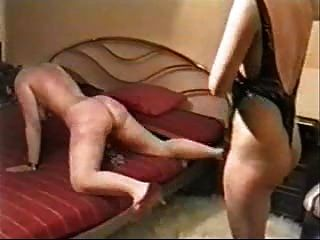 Duro chicoteando em minha esposa escrava