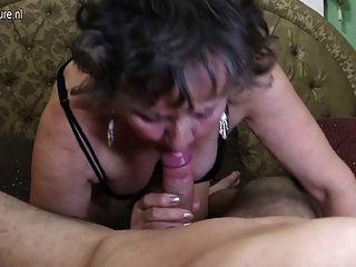 Suja avó é fodida por seu toyboy