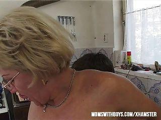 Se mama fazer um sanduíche você vai foder e alimentá-la seu cum?
