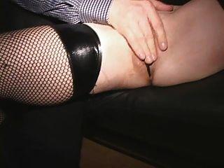Blonde puma dedo fodido em público squirts sobre si mesma