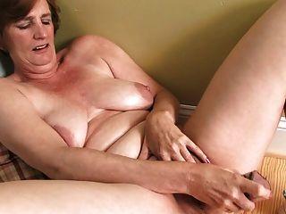 Lynn dildo maduro masturbação
