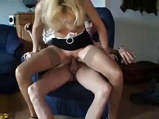 Primeira busca anal com maduras