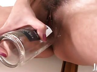 Mãe japonesa esguichando enquanto dildoing sua boceta