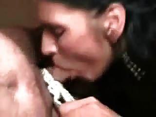 Horny alemão maduro precisa satisfazer sua fome de cum