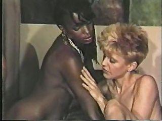 Menina negra, cena lésbica menino branco