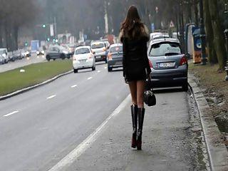 Prostituta para sempre !!Movendo minha bunda em público na rua