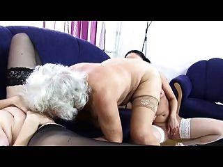 Granny norma lésbica amor trio novamente