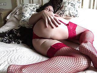 Vovó quente e sua vagina velha