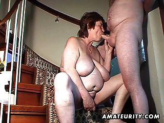 Chubby amador esposa brinquedos e suga e fica fodido