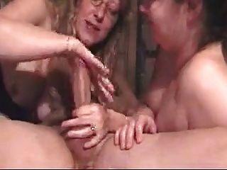 Debbie profunda garganta e seu amigo fazê-lo cum