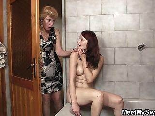 Seus pais batem no banheiro