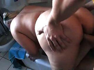 Loira gordinha fodido duro no banheiro