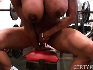 Pussy jogar na academia