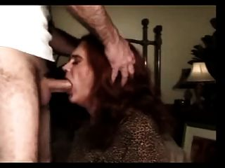 Maduro e experiente travesti fodido na boca