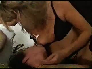 Rocco precisa de mulheres obedientes