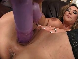 Hot milf brandi amor stuffs seu bichano