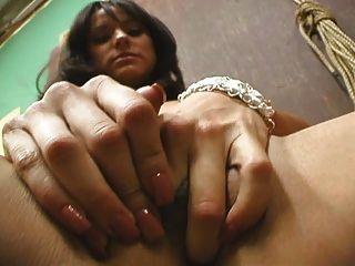 Garota latina desagradável masturbando
