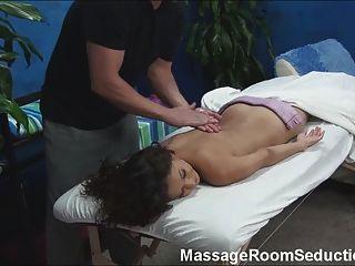Menina quente fodido pelo terapeuta da massagem