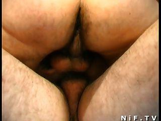Francês ruiva obtém anal duplo tapado e gangbanged