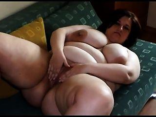 Gordura, jovem, mulher, grande, peitos, stripping, tocando