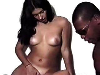 Morena e loira garota com cara preta brasileira interracial