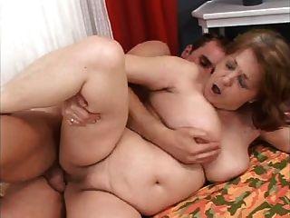 A avó gorda quer o galo novo