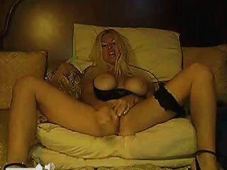 Madura loira com big tits webcam show