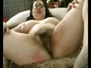 Gorda gordinha gf com grandes mamas masturbando seu bichano peludo