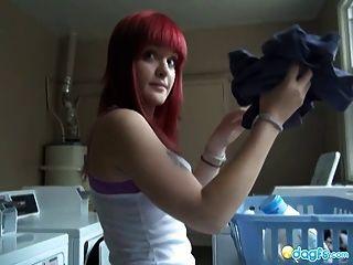 Busty redhead emo dildo fodendo no chuveiro