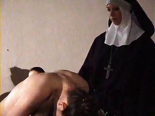 Menina dura espancado por freira