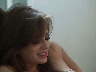 Linda garota perfurada por um cara córneo ... f70