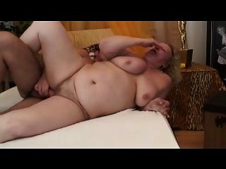A avó grande suga e fode