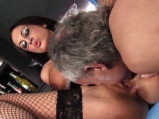 British slut emma butt em um fmm threesome