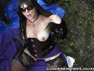 Esposa de dogging gangbanged por 20 caras em público