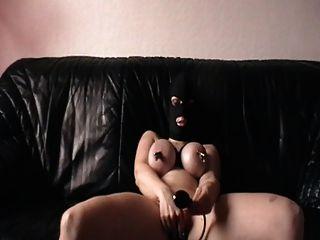 Me masturbando com mamas apertadas e plug